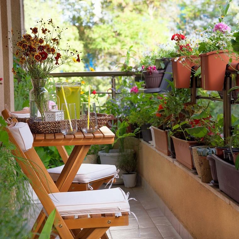 decorazioni terrazzo con vasi di terracotta come sistemare le lanterne in casa