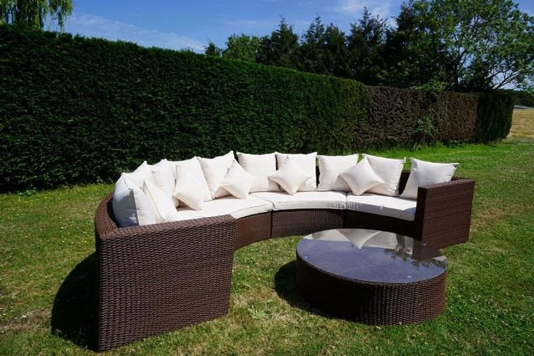 Set da giardino 24 idee comode e di tendenza per arredare for Divani grandi dimensioni