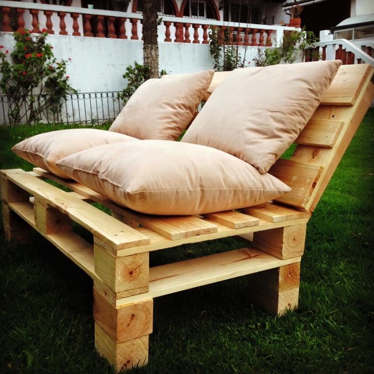 divano pallet cuscini morbidi giardino