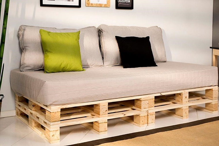 Divano pallet ottima soluzione per arredare casa con - Cuscini schienale divano ...