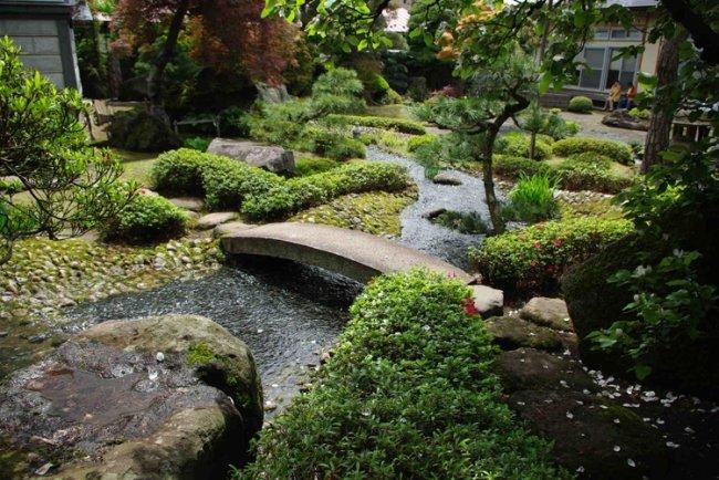 giardini moderni fiumi ponti calcestruzzo alberi piante sempreverdi