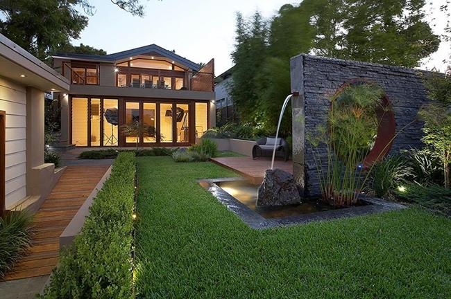 giardino coperto tappeto erboso diviso parete divisoria moderna