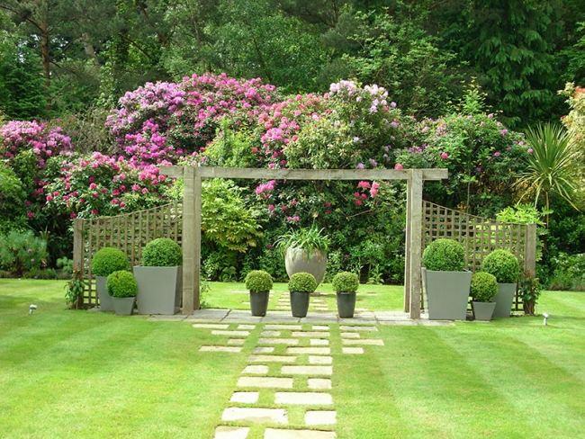 giardino decorato fioriere cemento varie forme