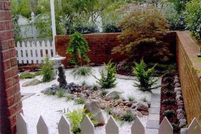 giardino giapponese organizzato patio recinzione mattoni cancelli legno
