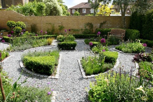giardino moderno piccole aiuole stradine ghiaia