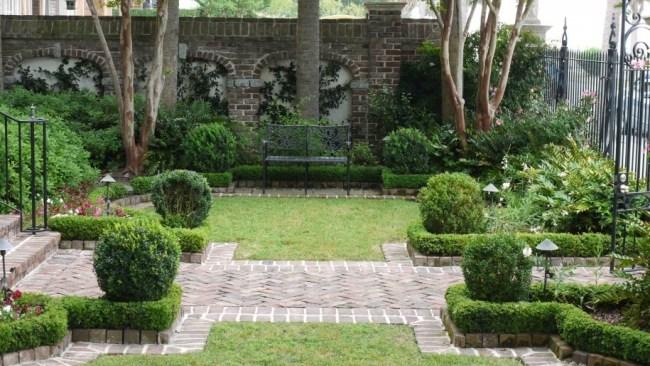 giardino stile inglese stradine muro recinzione mattoni