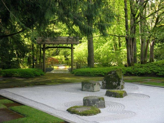 giardino zen decorato forme realizzate sabbia