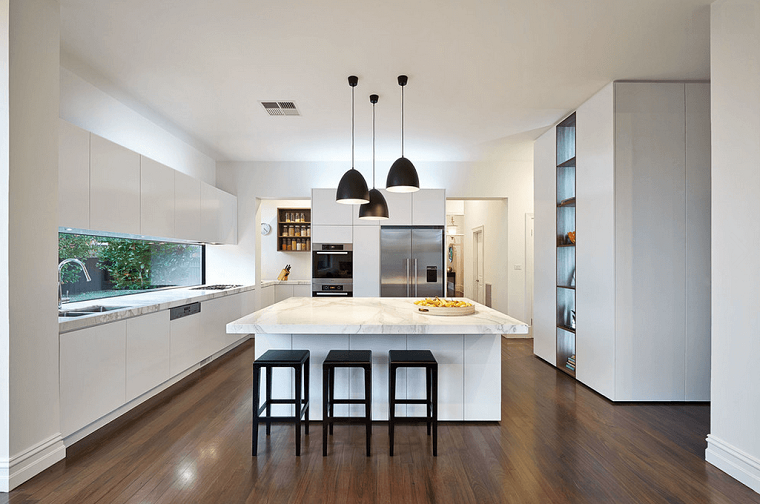 Arredo cucina in bianco e dal design moderno: una scelta di stile ...