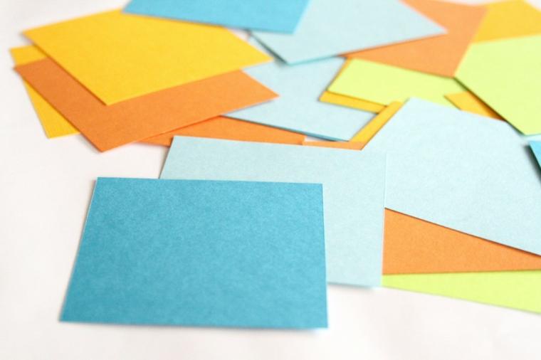 idee bomboniere matrimonio fogli di gomma eva ritagliati a quadrati colorati