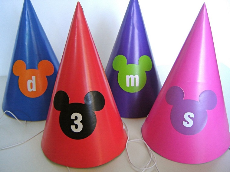 idee compleanno fai da te cappellini colorati