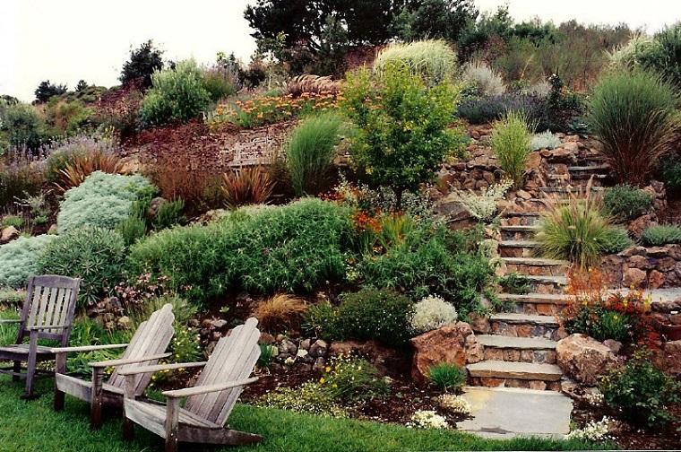 Giardini in pendenza qualche consiglio per sfruttarli al - Idee per aiuole giardino ...
