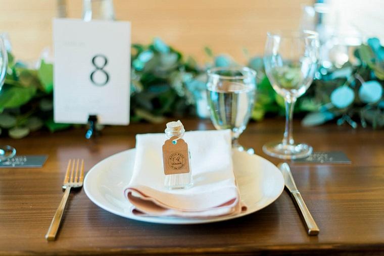 idee per bomboniere nozze d oro fai da te segnaposto con bottiglietta di vetro con fiammiferi