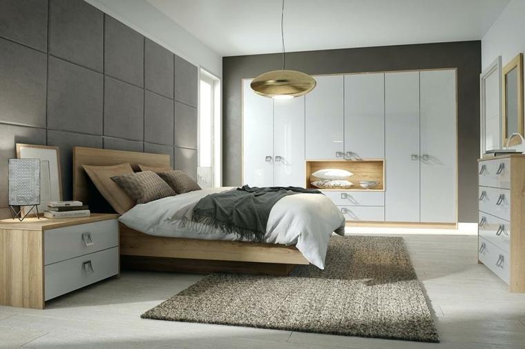 Armadio con nicchia, parete grigia con pannelli, comodini con cassetti, zona notte con mobili