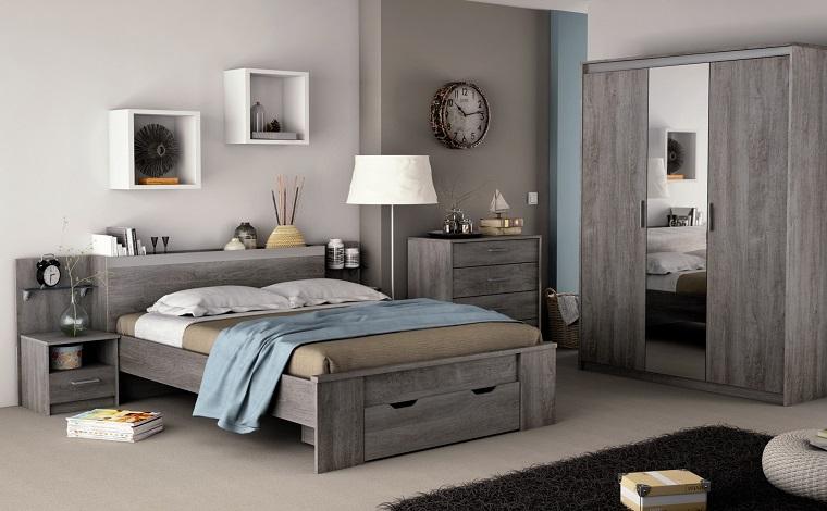 mobili colore grigio parete chiara