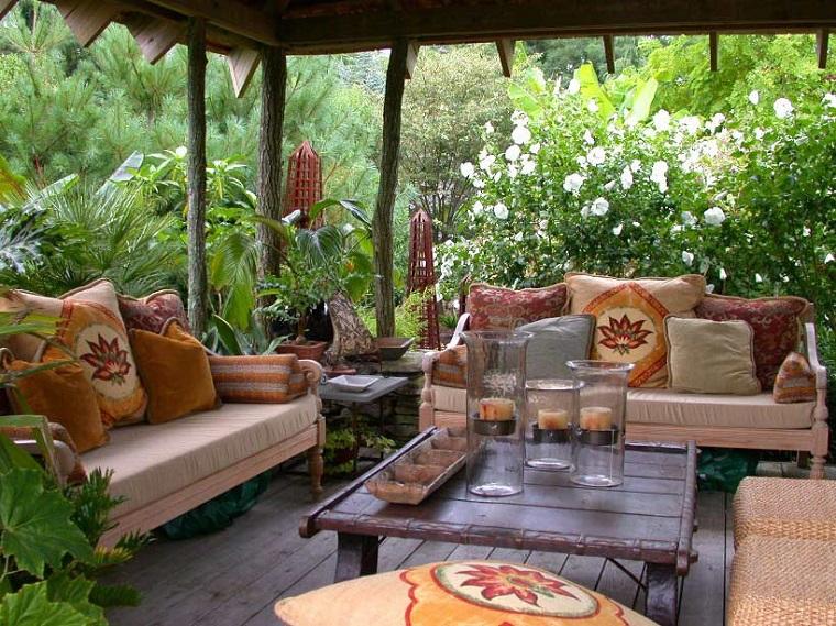 mobili per esterno cuscini decorati