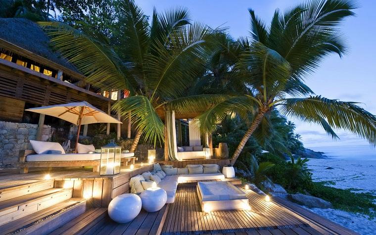 mobili per esterno legno ombrellone