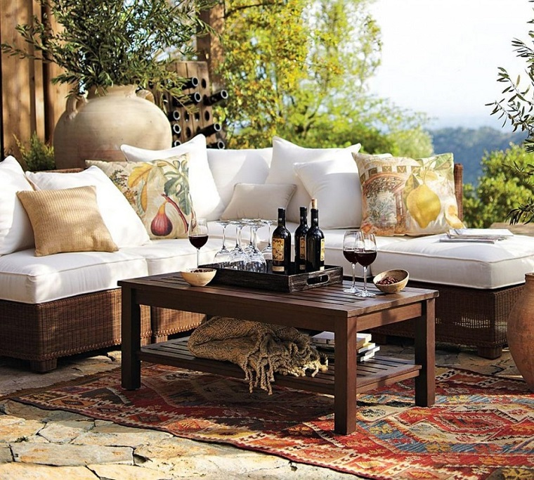 mobili per esterno sofa tavolino legno