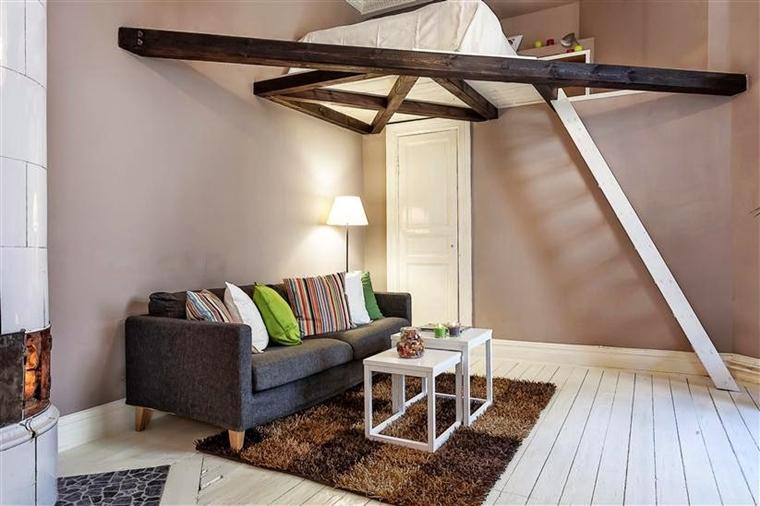 monolocale letto soppalco pavimento legno verniciato bianco