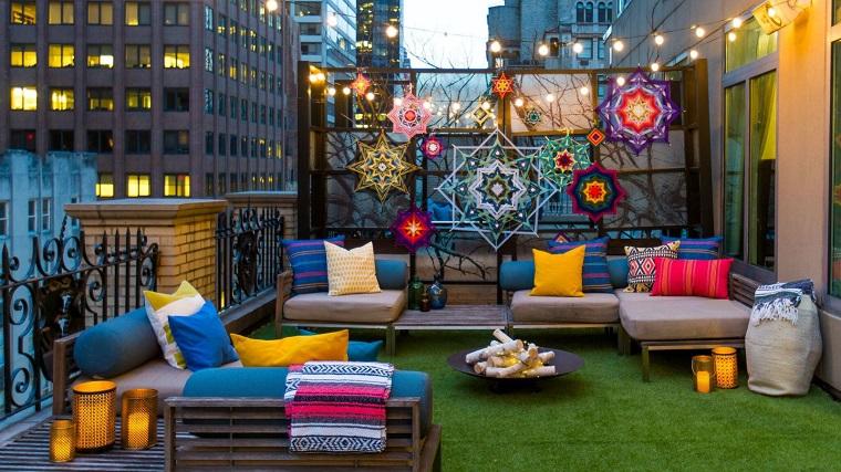 outdoor terrazzo urbano mobili pallet cuscini colorati