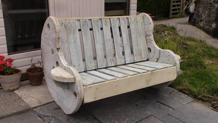 Panchine Da Giardino Fai Da Te : Pallet usati per creare dei mobili da esterno mozzafiato archzine