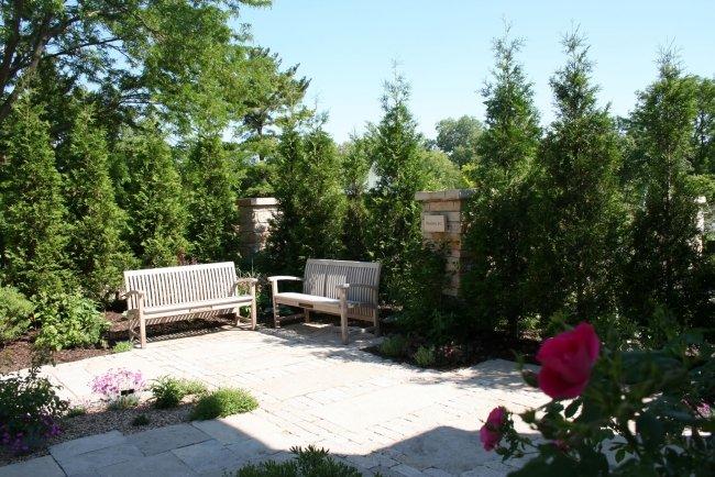 panchine giardino legno giardino moderno pavimento lastre calcestruzzo