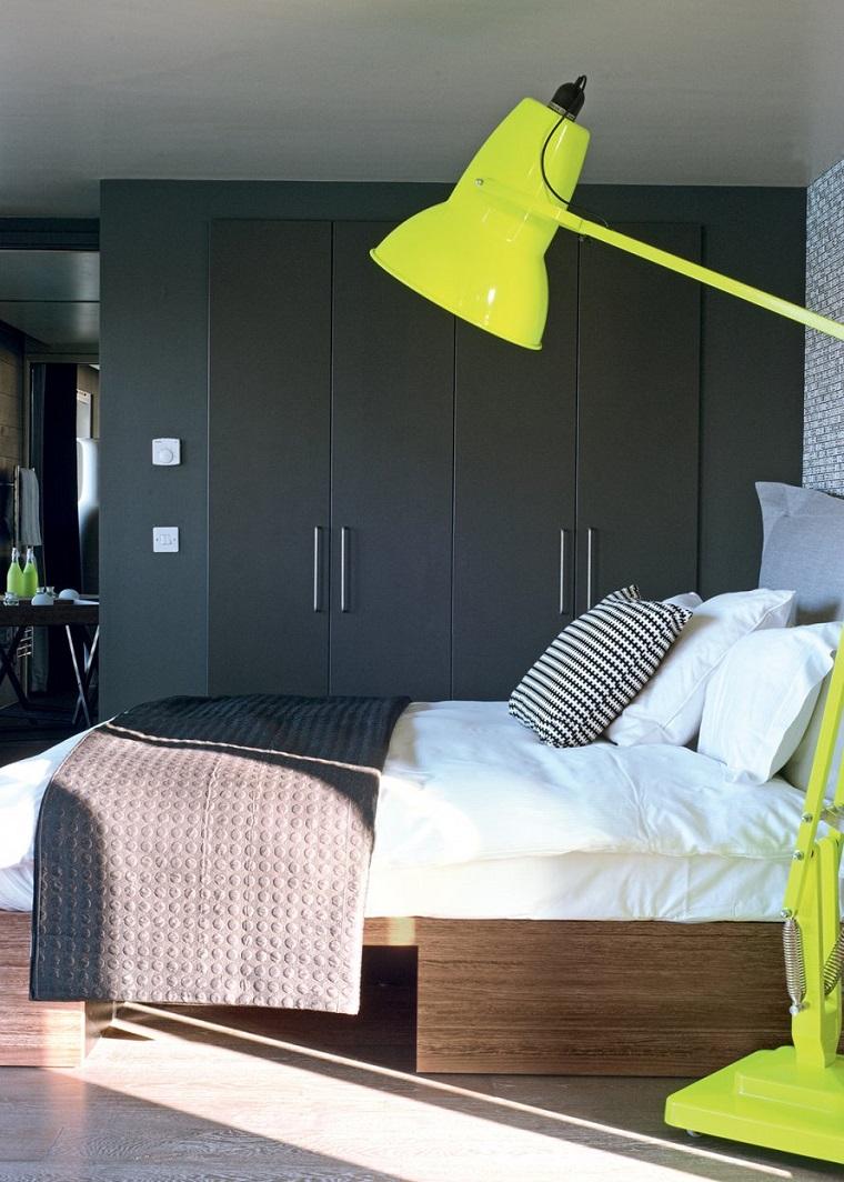 parete divisoria colore grigia accenti colore giallo