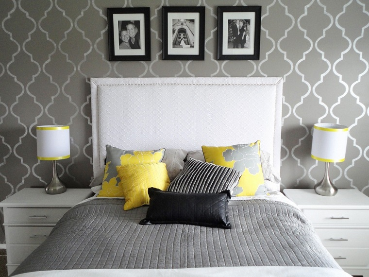 pareti grigie decorate accenti giallo