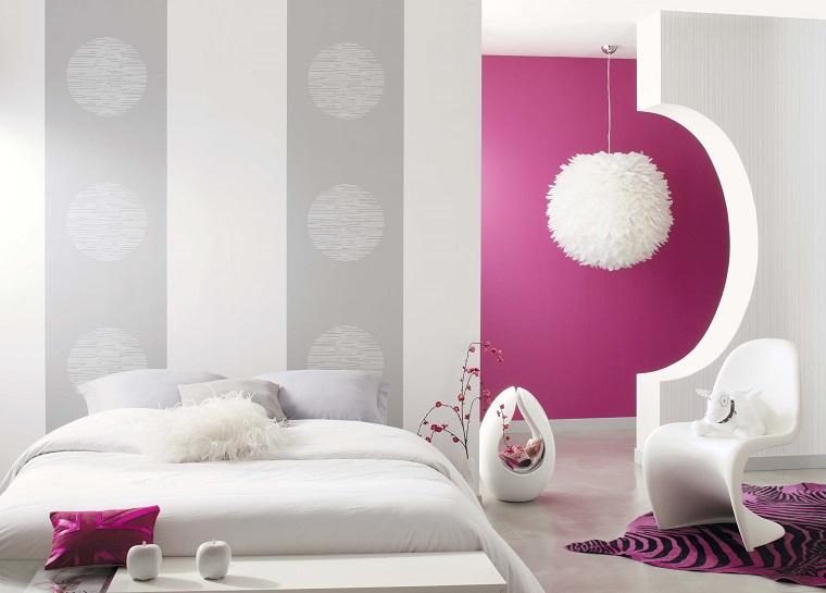pareti grigie idea decorazione originale inserti viola