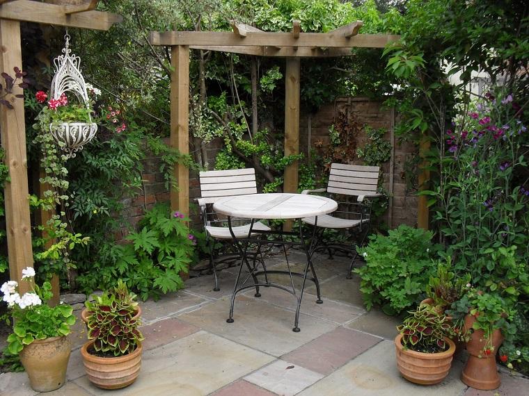Piccoli giardini come decorare un 39 area esterna di for Giardini moderni piccoli