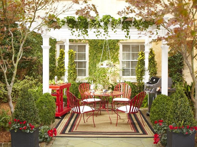Idee Per Arredare Il Patio : Piccoli giardini: come decorare unarea esterna di dimensioni