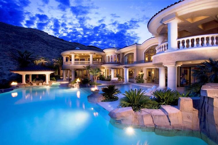 piscina da esterno molto grande casa lusso
