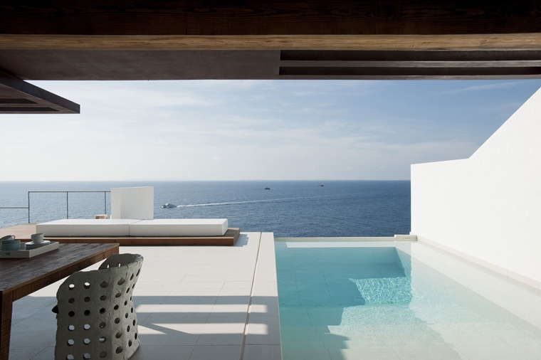 piscina esterna design forma moderna