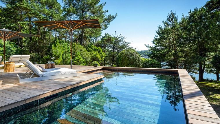 piscina esterna design moderno idea giardino