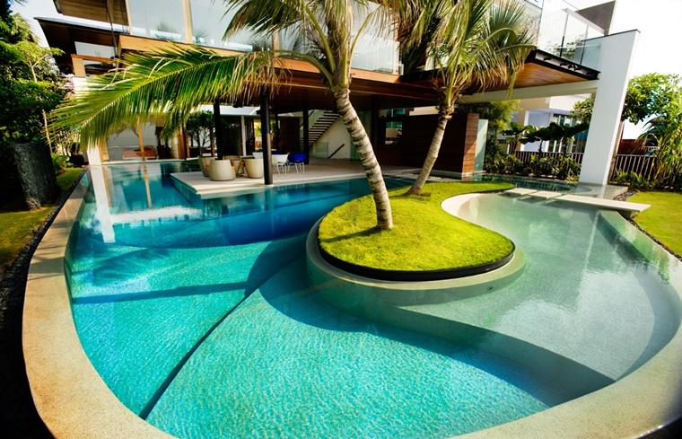 piscina esterna forma particolare isola verde