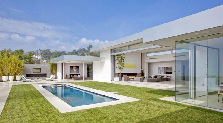 piscina esterna forma rettangolare idea design moderno