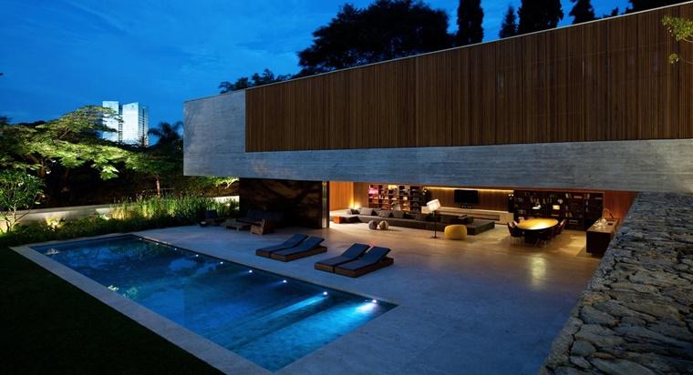 piscina esterna forma rettangolare illuminazione particolare