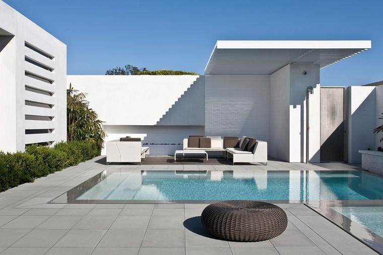 piscina esterna set giardino moderno