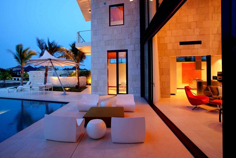 piscina esterna villa grande lusso