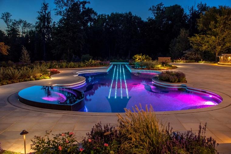 piscina forma violino illuminazione soffusa