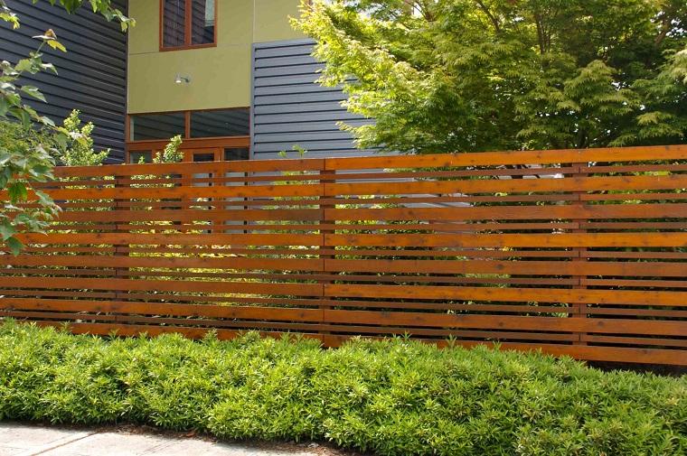 recinzione giardino lastre legno colore scuro