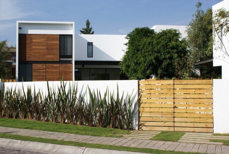 Recinzioni giardino 34 idee molto originali per l 39 area - Recinzioni da giardino in legno ...