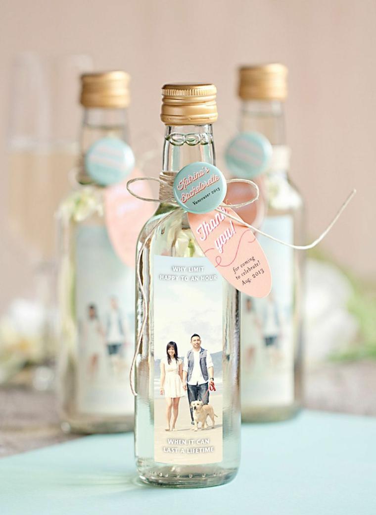 regalino matrimonio fai da te bottiglia di vetro con foto etichetta personalizzata incollata