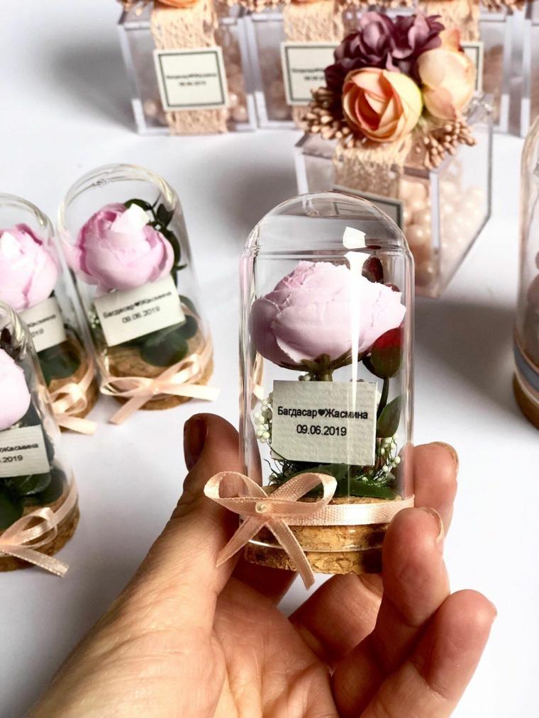 regalino per matrimonio invitati rosa in barattolo con scritta personalizzata