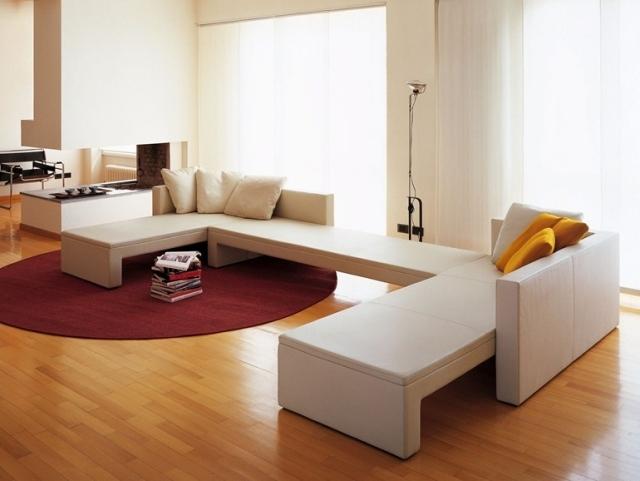 soggiorno moderno arredi bianco tappeto rosso