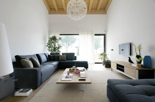 soggiorno moderno divani grigio soffitto legno lampadrio carciofo