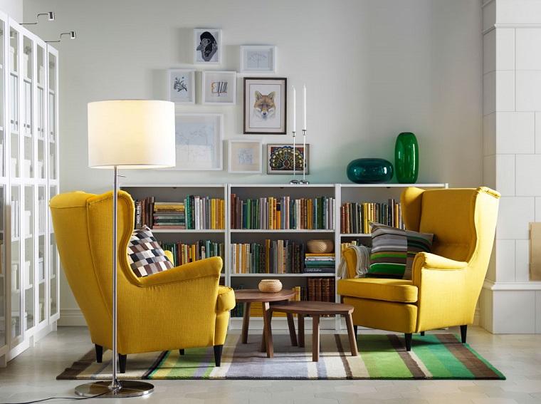 soggiorno piccolo arredato gusto poltrone colore giallo