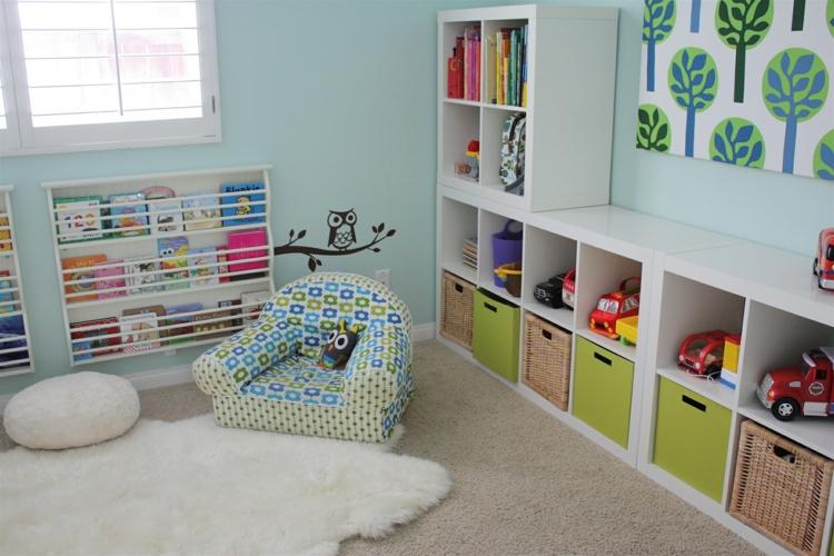 soluzioni salvaspazio particolari colori vivaci camera piccola