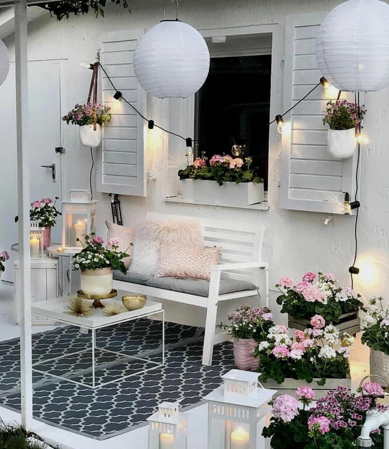 terrazzi arredati con pallet decorazione con vasi di fiori arredamento panchina e tavolino