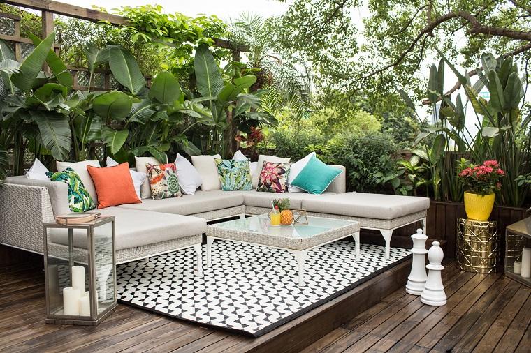 terrazzi arredati mobili bianchi tappeto bianco nero