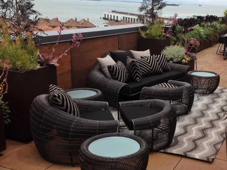 terrazzi arredati poltrone tavolini design